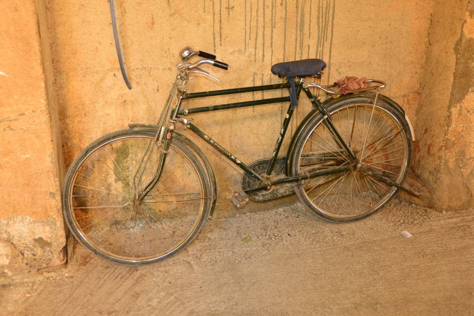 I have a thing for old bicycles. This one was leaning against the wall in the Nizwa market.
